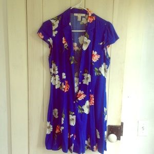 Light button up dress with tie back floral print